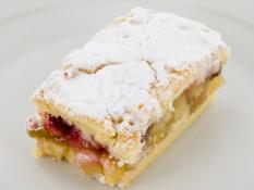 INF Berry & Apple Crumble Slice